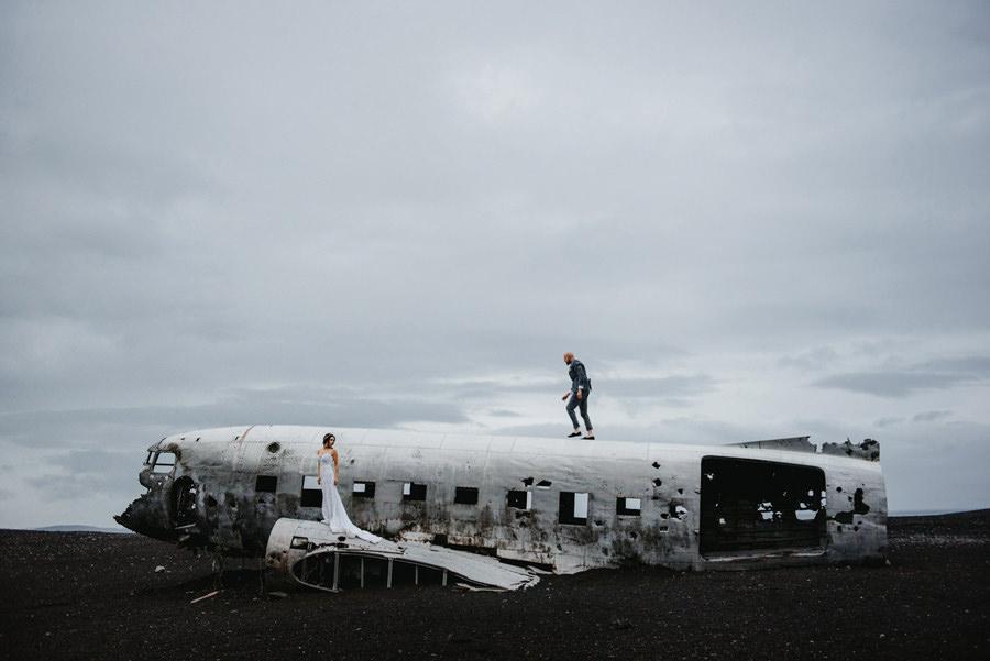 Sesja ślubna na Islandii, rozbity samolot dakota, zagraniczna sesja ślubna