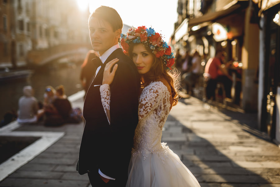 Sesja ślubna w Wenecji, portret panny młodej w wianku, zagraniczna sesja ślubna