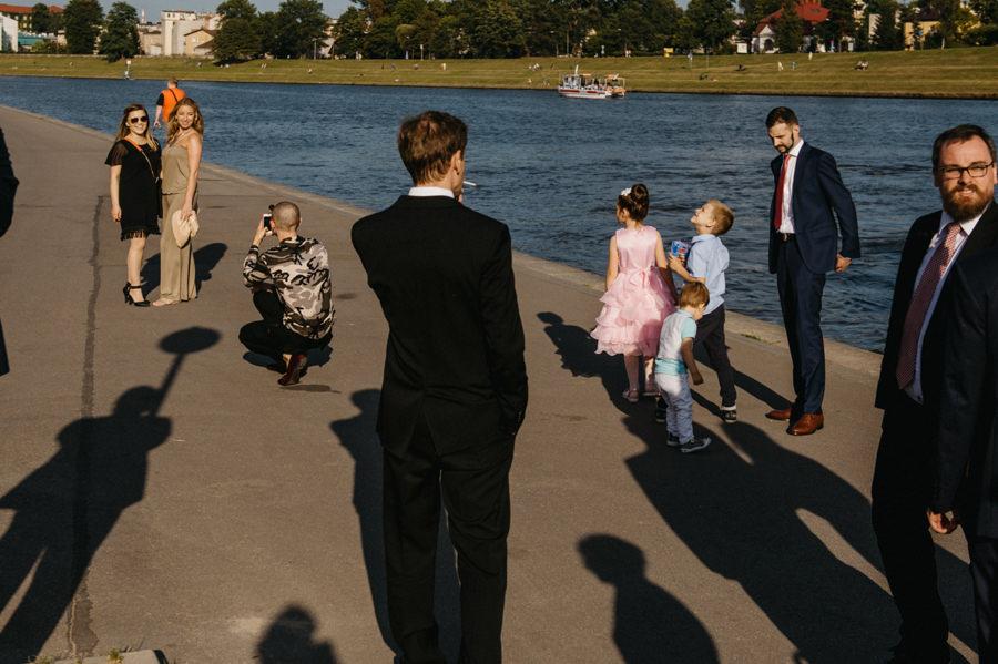 nietypowy ślub w Krakowie, fotografia ślubna Kraków, wesele w hotelu niebieskim w Krakowie, ślub na Skałce, rejs po wiśle