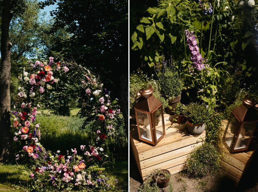 ołtarz z kwiatów, ceremonia ślubna w plenerze