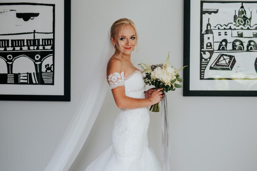 piękny portret panny młodej, dzień ślubu