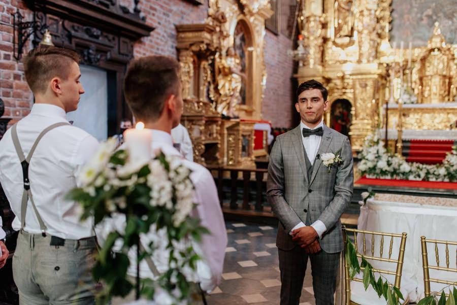 Pan Młody w oczekiwaniu na swoją narzeczoną, Kościół Bożego Ciałą w Krakowie, ślub
