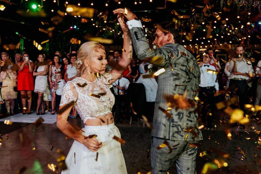 Pierwszy taniec, konfetti, decydujący moment