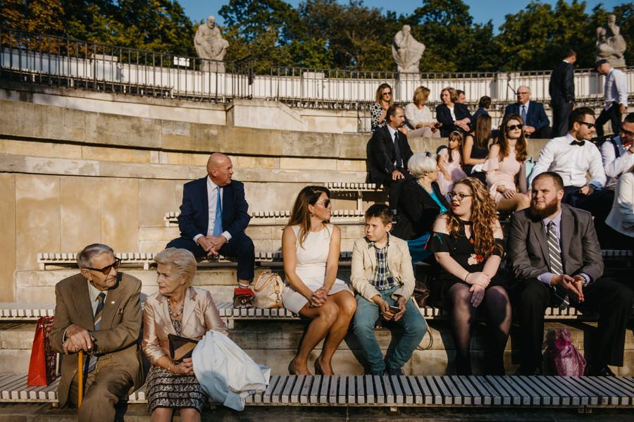 goście weselni, Łazienki Królewskie, ślub plenerowy w Warszawie