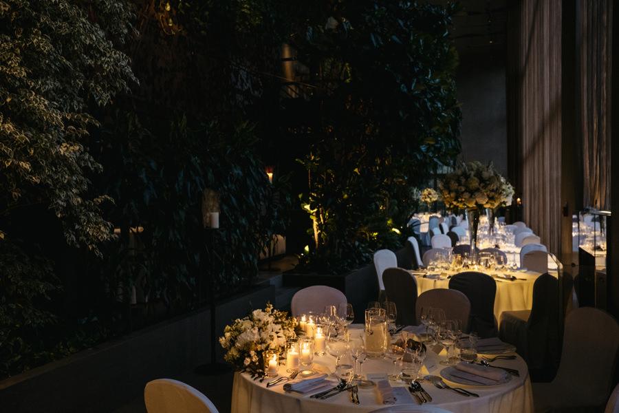 restauracja belvedere, zastawa stołowa, stoły, detale, kwiaty