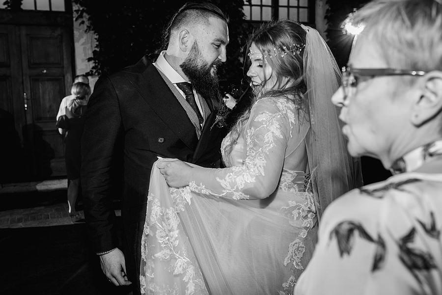 ślub na zamku, slub w plenerze, wesele na zamku, reportaz slubny, fotografia slubna, fotografa slubna warszawa, panna mloda, nietuzinkowy slub