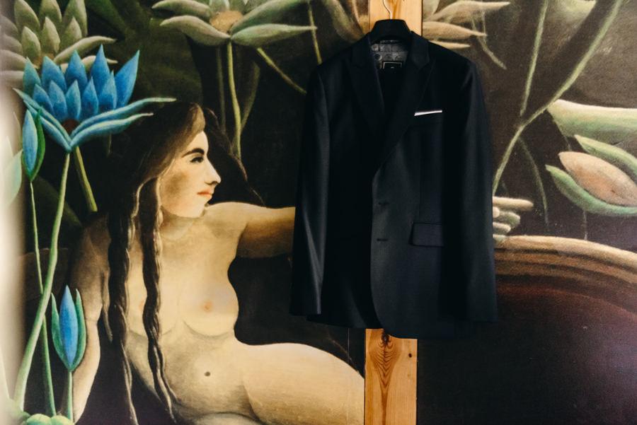 detale ślubne, garnitur pana młodego, stodoła wszystkich świętych