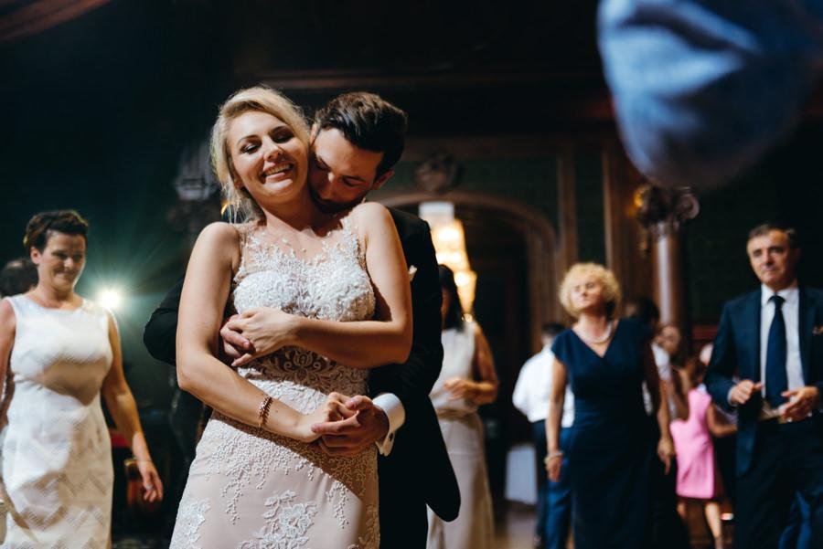 eleganckie wesele w pałacu goetza,, kreatywne światło, wesele w pałącu, fotograf kraków, miłość,