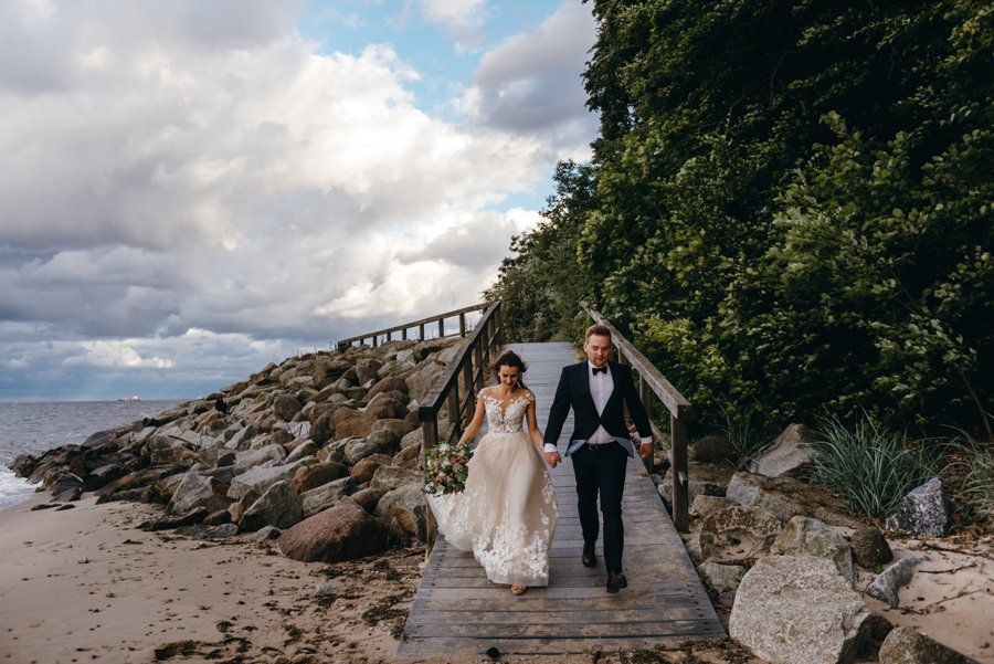 sesja ślubna nad morzem, plener ślubny nad bałtykiem, sesja zdjęciowa, para młoda, lmfoto