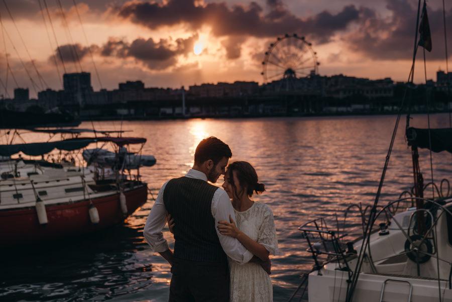 sesja ślubna w hiszpanii, zagraniczny plener ślubny, lmfoto, plener w Maladze, malaga sesja ślubna, plenerowa sesja za granicą, plener ślubny w Hiszpanii, suknia ślubna, panna młoda, sesja na plaży Malaguetta, sesja w porcie, sesja nad morzem