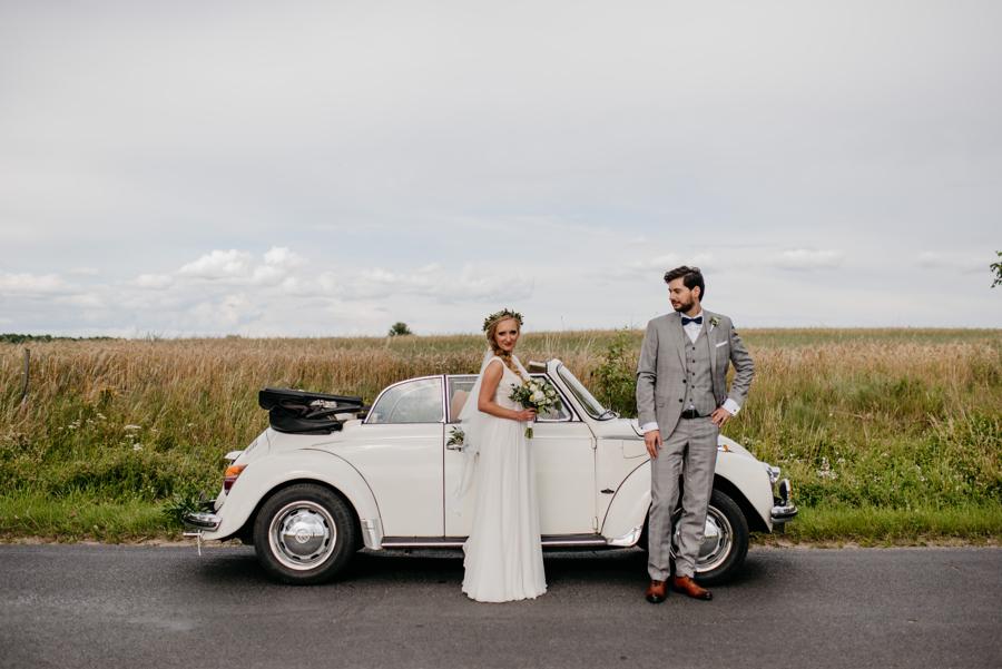 auto do ślubu, biały volkswagen garbus