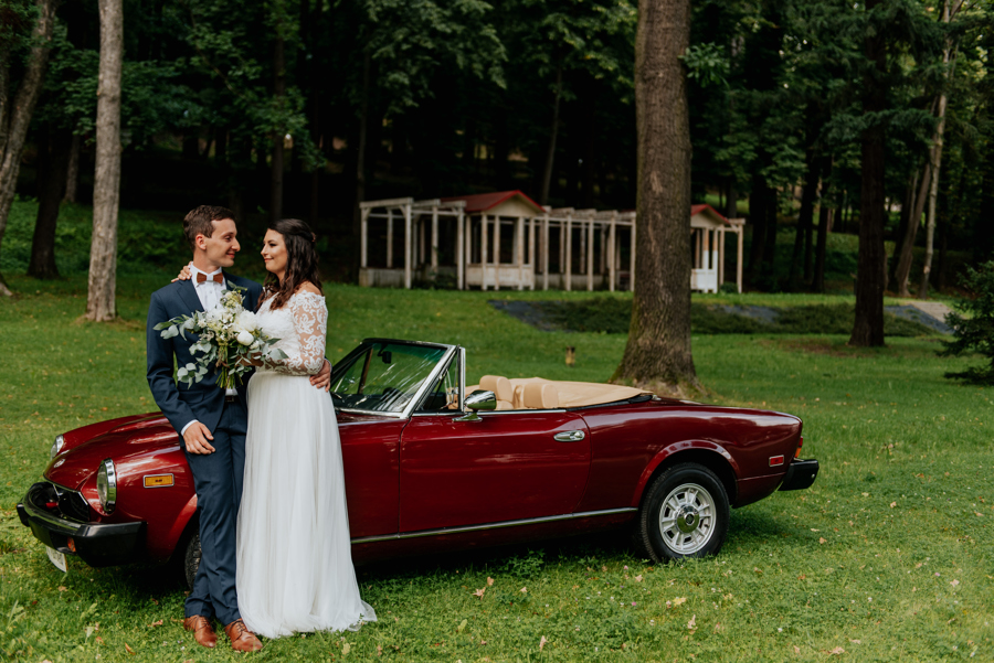 para młoda przy kabriolecie, auto do ślubu, youngtimer