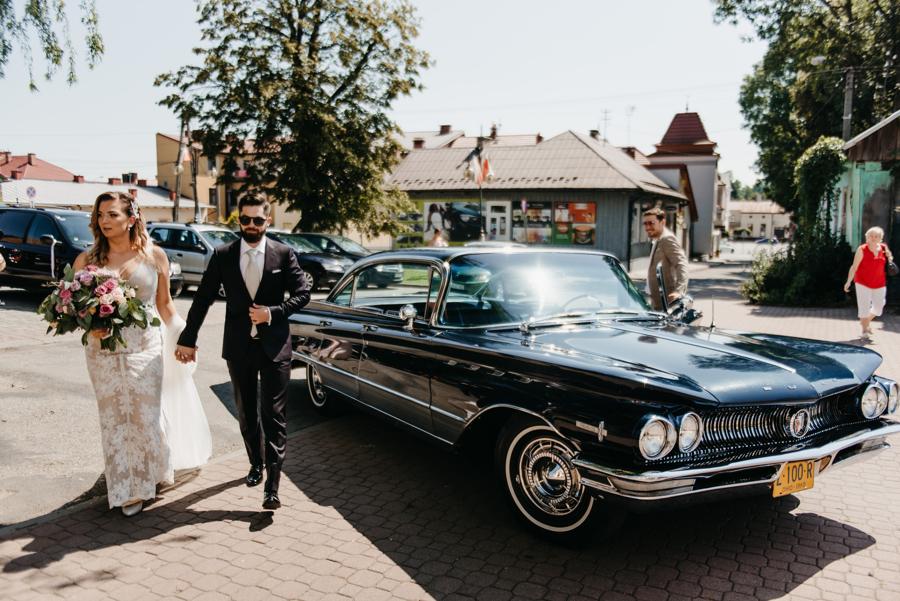 buick, stylowy youngtimer, amerykanskie auto, para młoda,
