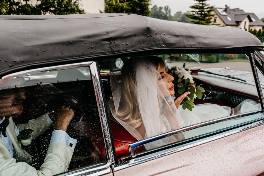 eleganckie wesele, rózowy cadillac