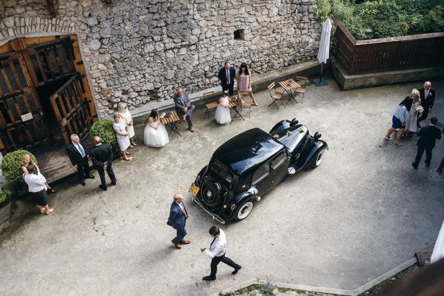 zamek w korzkwi, samochód do slubu, eleganckie wesele
