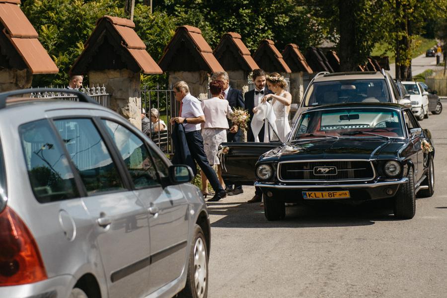 czarny ford mustang, auto do ślubu, wesele z pomysłem, oryginalne auto na slub