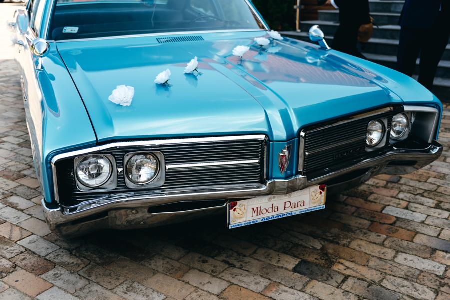 niebieski buick, auto do ślubu,