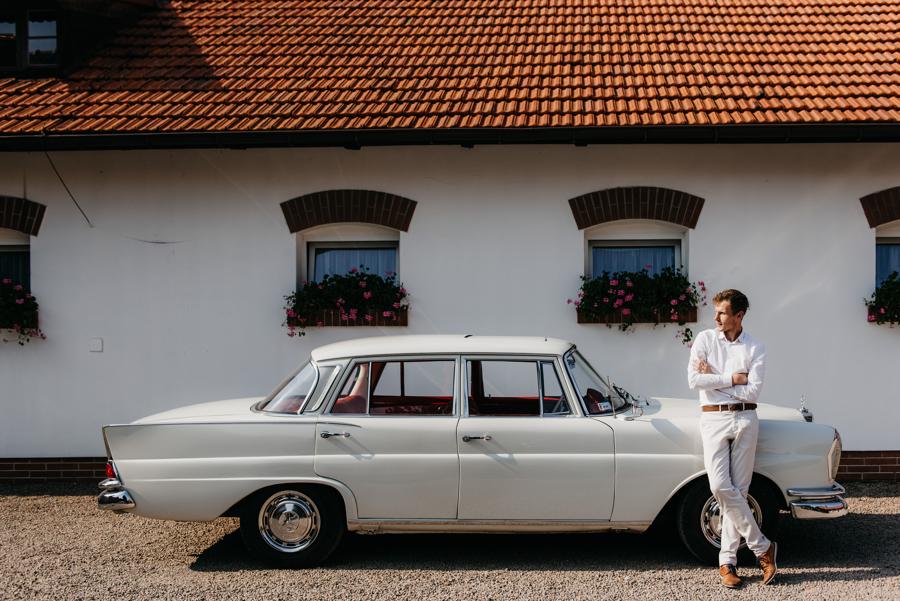 biały mercedes, do ślubu, samochód, retro, czerwona tapicerka, mercedes 220 SE
