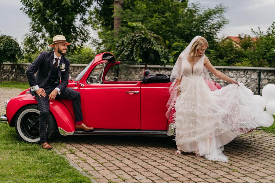 auto do ślubu, volkswagen garbus, cabrio, czerwony garbus, samochód stylowy