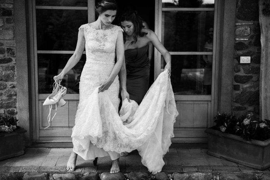 panna młoda ubiera suknie, przygotowania do ślubu, boho suknia, ślub we włoszech