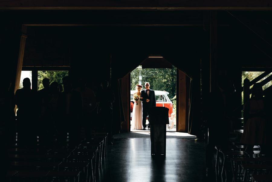 panna młoda wprowadzana przez ojca, kościół jamna