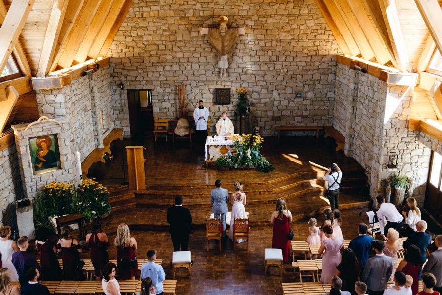 kościół jamna, ceremonia ślubna, reportaż ślubny