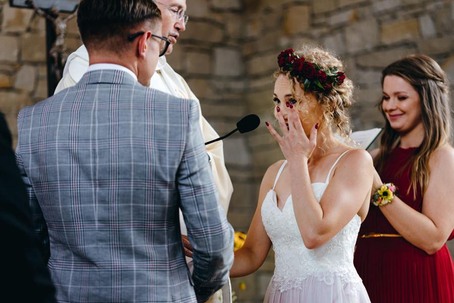 wzruszenie podczas przysięgi, ślub kościelny, kościółek na jamnej