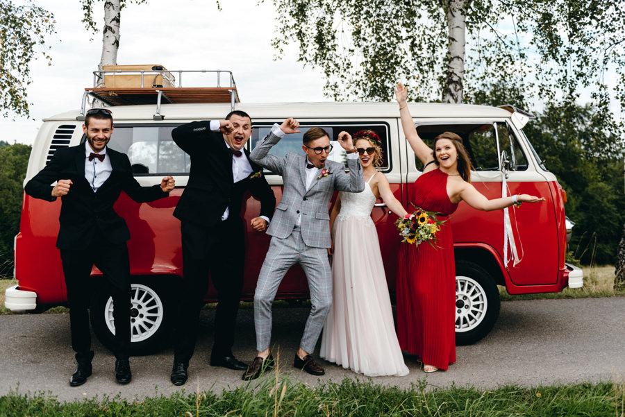 busem do ślubu, ekipa weselna, wygłupy, ogórek volkswagen