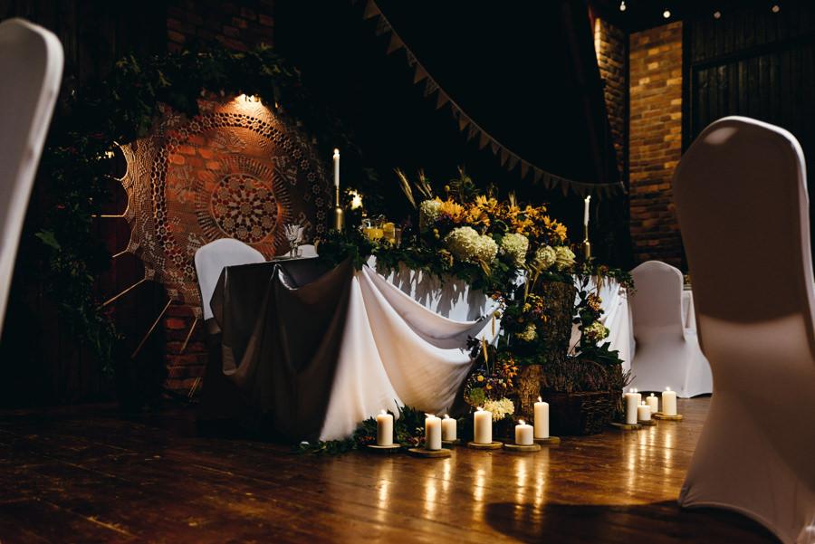 stodoła w kąśnej, rustykalne wesele, wesele w stodole, dekoracje ślubne