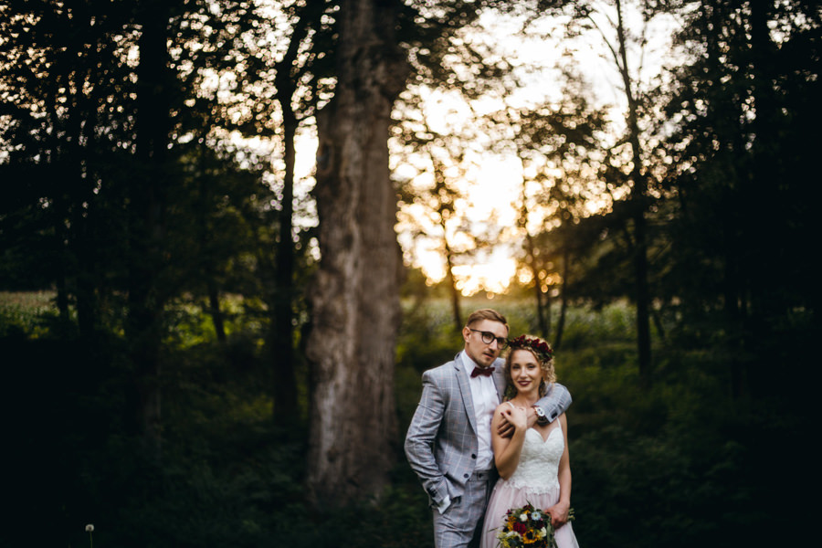 sesja ślubna podczas wesela, złota godzina, portret pary młodej