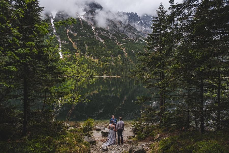 Elopement w Polsce, ślub w górach, ślub nad morskim okiem, magiczna sceneria, intymny ślub