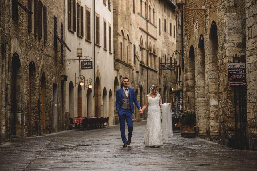 San Gimignano ulica sesja ślubna