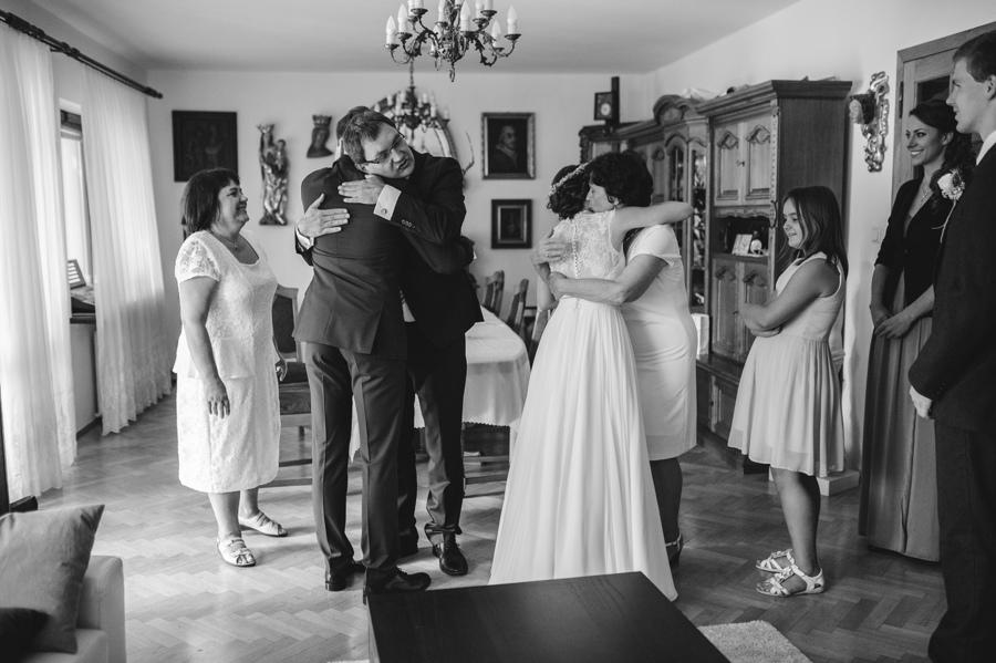 rodzina blogoslawienstwo usciski przytulanie