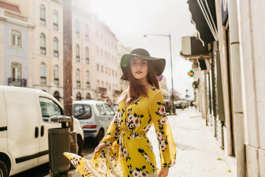 kapelusz sukienka ulica street swiatlo
