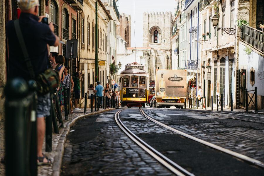 tramwaj szyny lizbona ulica