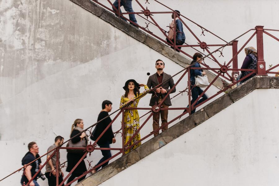 schody przechodzacy ludzie ruch