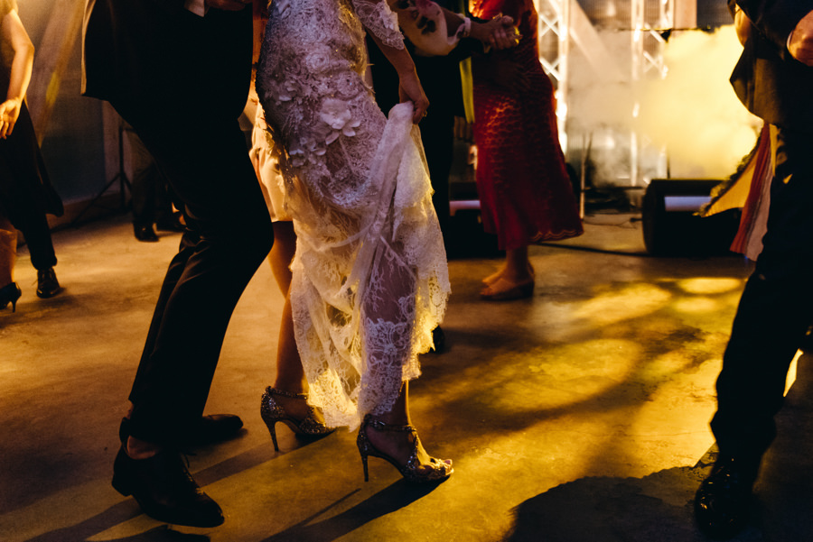 stodoła wszystkich świętych wesele, impreza, tańce na parkiecie, suknia ślubna paprocki & brzozowski