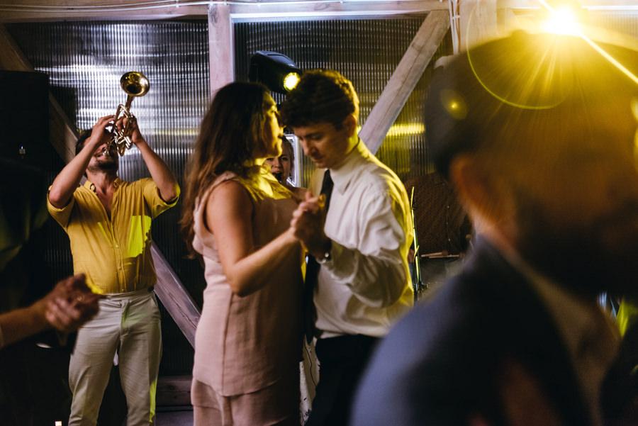 trąbka na weselu, warszawska orkiestra sentymentalna, stodoła wszystkich świętych wesele, tańce hulańce, impreza