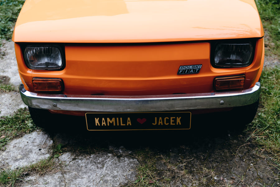 pomarańczowy maluch, zabytek, oldschoolowe auto