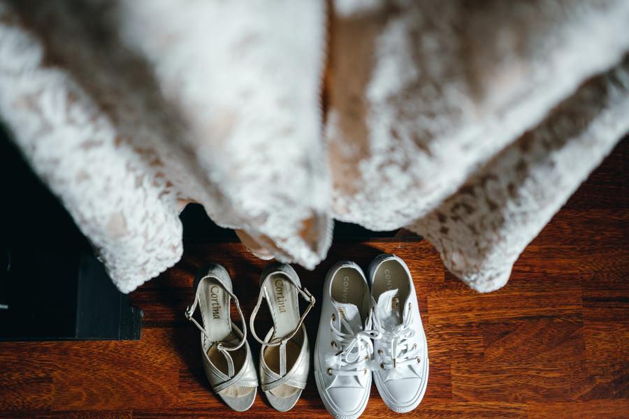 suknia pani młodej, detale ślubne, fotograf ślubny Dobczyce, buty pani młodej