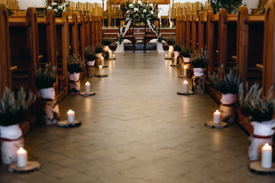 detale ślubne, świeczniki, dekoracja kościoła Sercanów w Stadnikach
