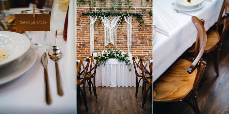 dwór kociołek , rustykalne wnętrze, ściana z cegły, eleganckie drewniane krzesła, piękne miejsce na wesele, makrama za stołem pary młodej,