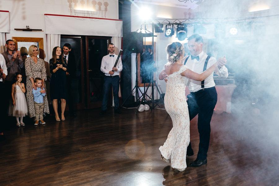 pierwszy taniec pary młodej, dwór kociołek wesele, salsa jako pierwszy taniec, dym na pierwszy taniec