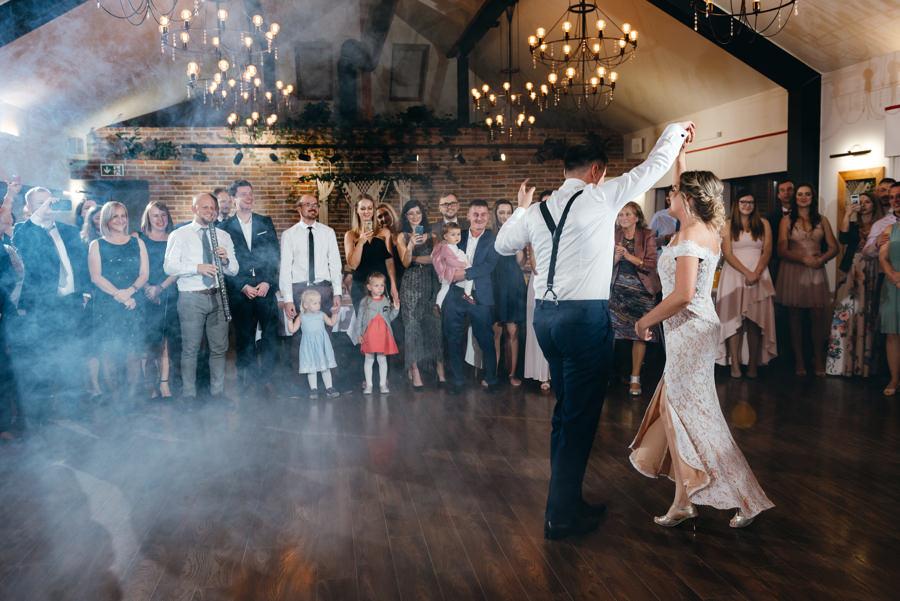 pierwszy taniec pary młodej, dwór kociołek wesele, salsa jako pierwszy taniec,