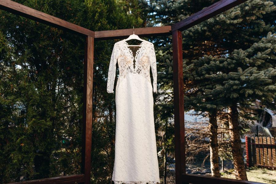 panna młoda przygotowuje się do ślubu, fotografia ślubna Bochnia, suknia ślubna