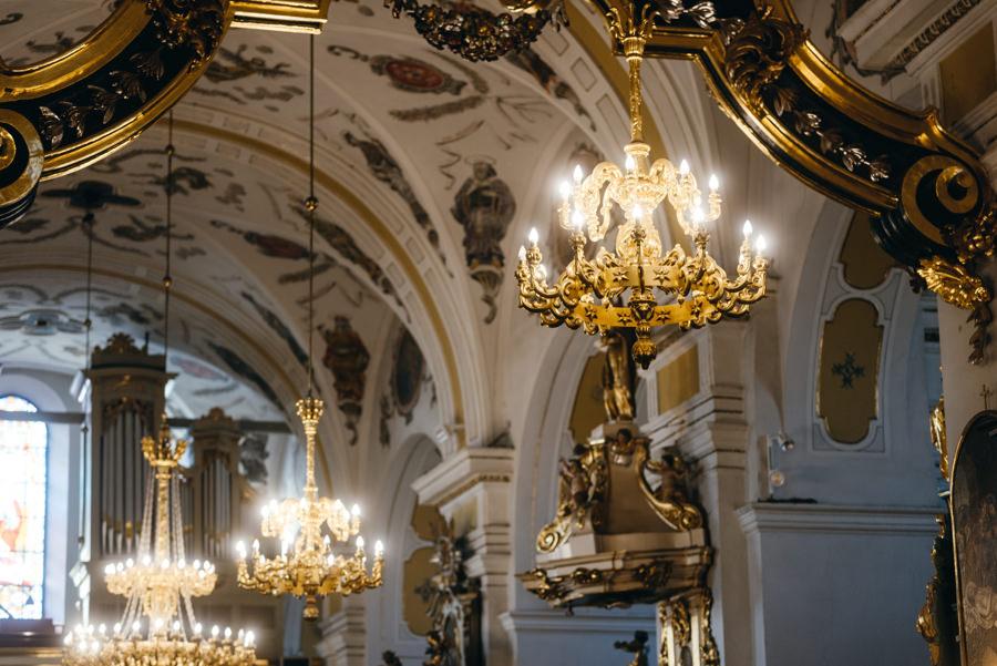 sufit w bazylice św. Mikołaja w Bochni, żyrandole