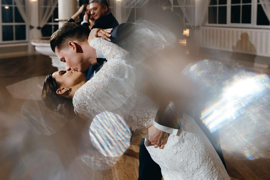 para młoda, wesele, pocałunek, hotel panorama garden nowy wisnicz