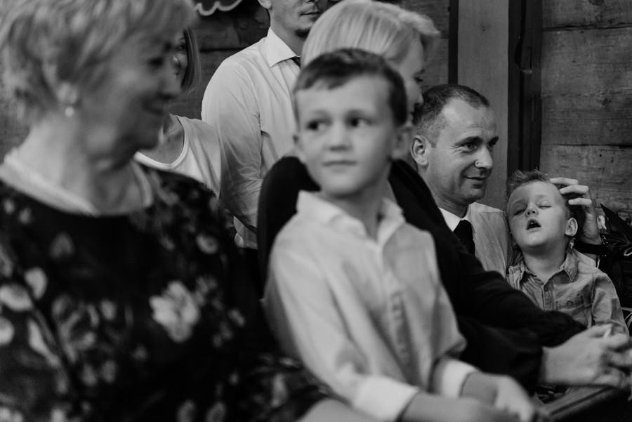 przyjęcie w Tomaszowicach, ślub pod krakowem, panna młoda, goście weselni, plener, sesja w dniu ślubu