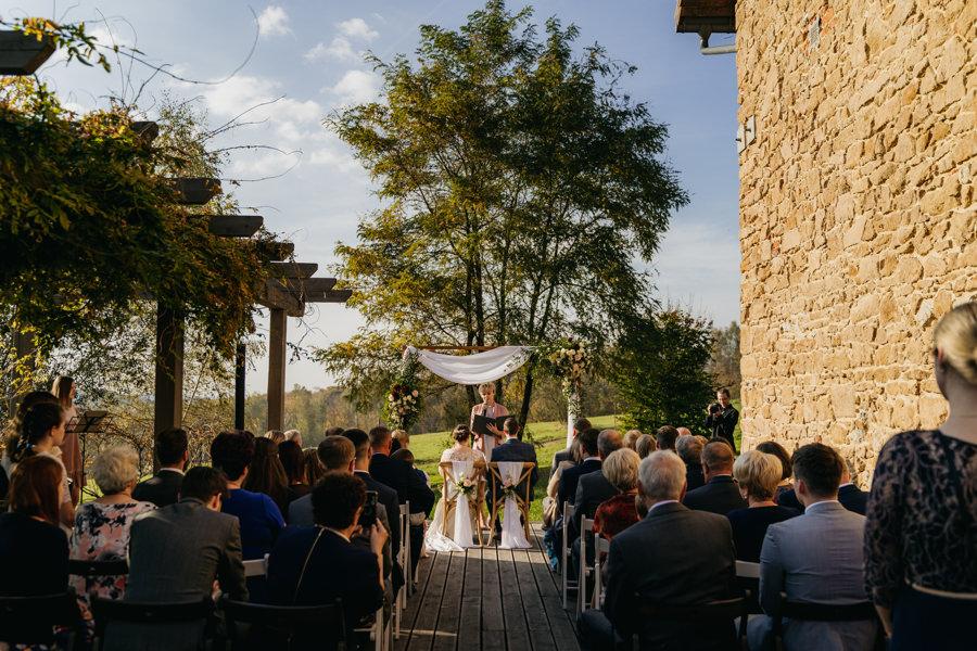 oaza leńcze, wesele w plenerze, rustylkalny ślub, zdjęcie grupowe na ślubie