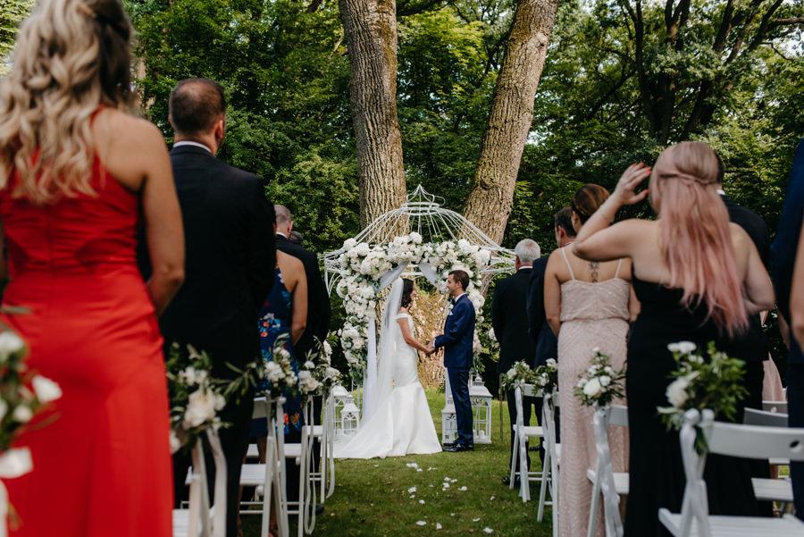 ceremonia w plenerze w dworze Sieraków, ślub humanistyczny, dwór sieraków